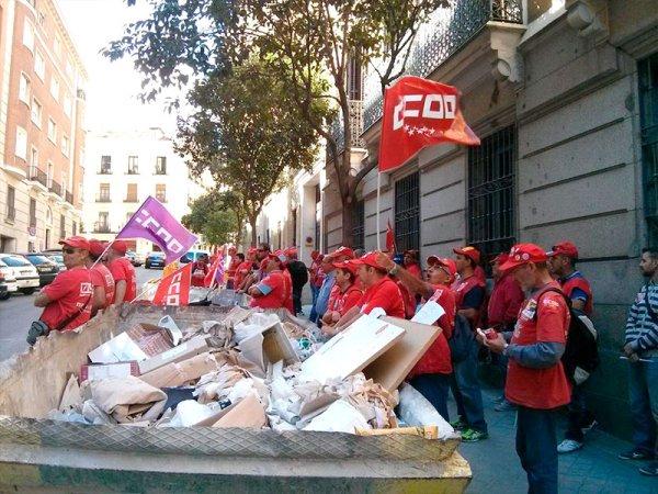 """Trabajadores de Coca-Cola exigen la dimisión de un dirigente de CC.OO. por """"traidor y corrupto"""""""